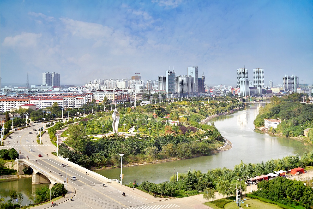 2000年,平泉县辖7个镇,7个乡,6个民族乡:平泉镇,杨树岭镇,榆树林子镇